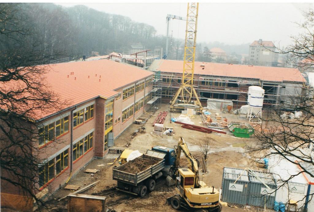 Das Schulgebäude wächst (2)
