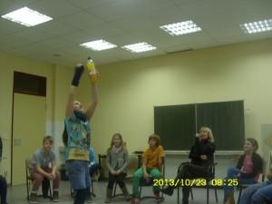 """Theaterprojekt """"Alle in einem Boot"""" mit Frau Herre."""
