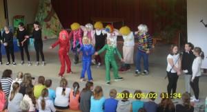 Sieger-Gesang und Tanz von der Klasse 5c