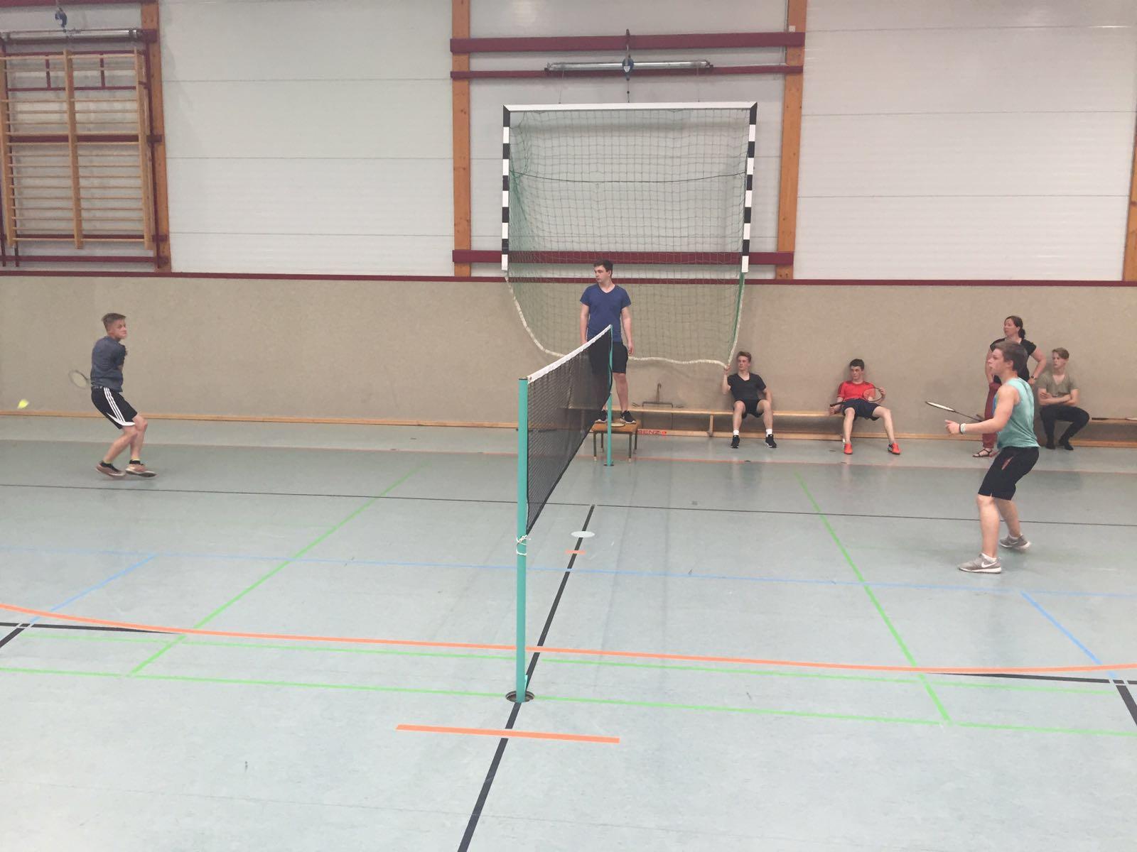 Badminton- Mathis gegen Moritz